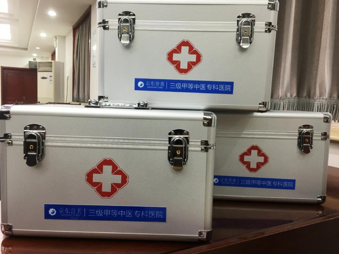 医院向三河消防大队捐赠的医疗应急急救箱