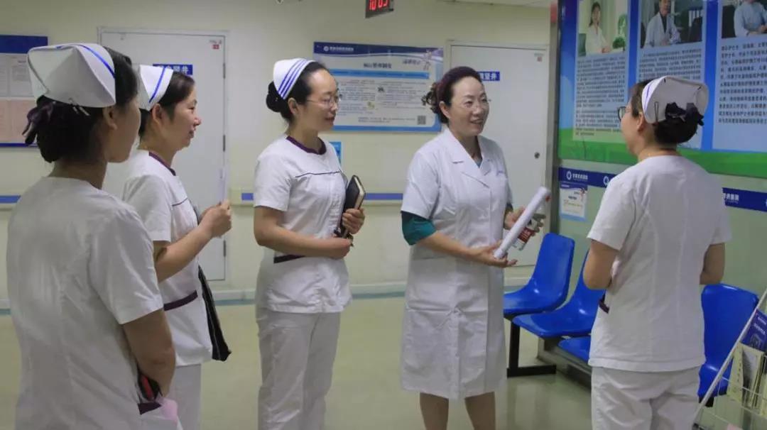 护理与医院感染控制管理组专家刘景红检查护理工作开展情况