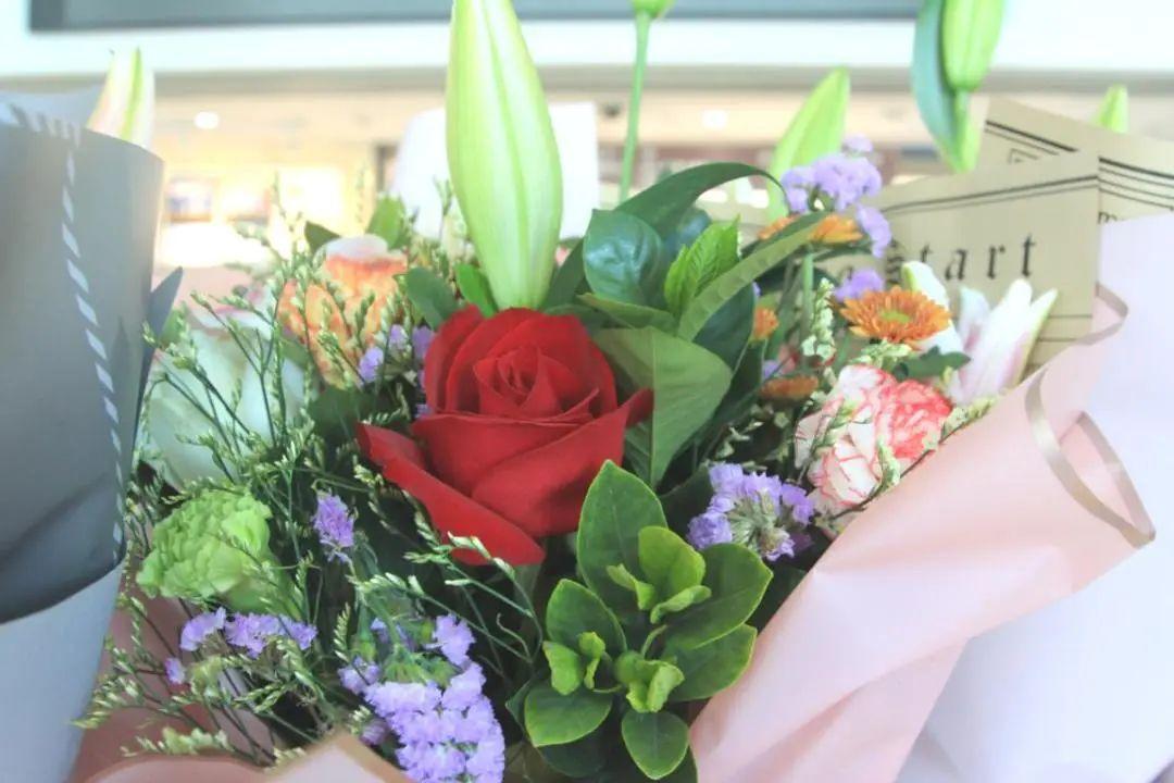 最美的鲜花送给最美的人