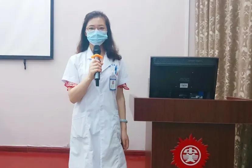 团委书记庞艾娜发表讲话